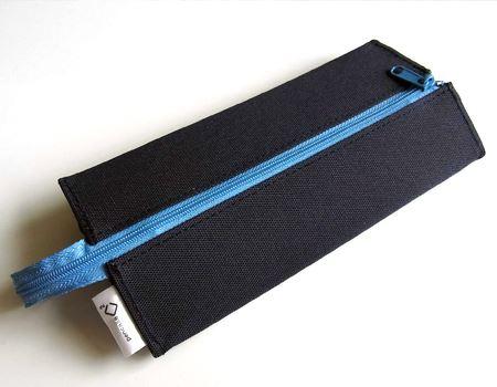 一見、なんてことはない布製の筆箱ですが…