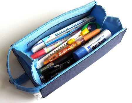 いろんな筆記用具を入れても中がひと目でわかり、取り出しやすいのがポイントです