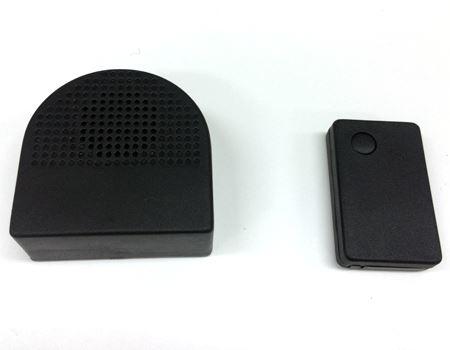 左が本体、右がリモコンです、ブーブークッションらしからぬ形状w