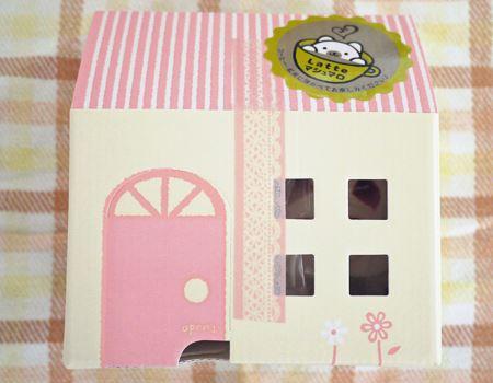 かわいいお家の入れ物にマシュマロ3個が入っています。パッケージもかわいいので、プレゼントにもよさそう