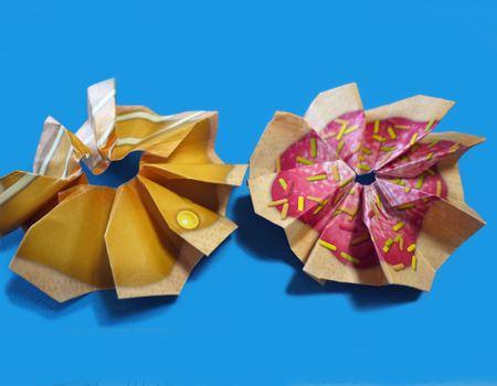 完成です。2種類作ってみました。折り目をしっかりつけて立体感を出していきます
