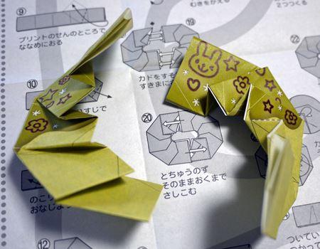 折り方も複雑で一番時間がかかりました。小さく斜めに折るところはお子さんだとちょっと難しいかもしれませんね。一緒に手伝いながら折るといいかもしれません