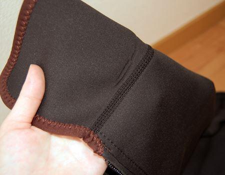 表面の材質は、ウエットスーツに使用されているポリエステル・クロロプレンゴムなどでできているそうです