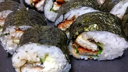 巻き寿司もアリです。大葉やキュウリ、クリームチーズを入れても絶品
