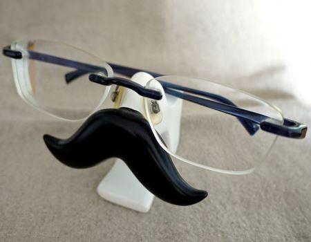 フレームのないメガネも問題ありません。