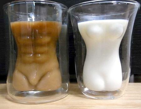 コーヒー牛乳と牛乳を入れてみました。これは楽しいですね♪