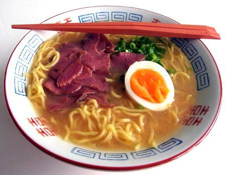 みそ味も同じ具材で。辛味や香辛料などの刺激はおさえめで、しっとりした感じのスープです