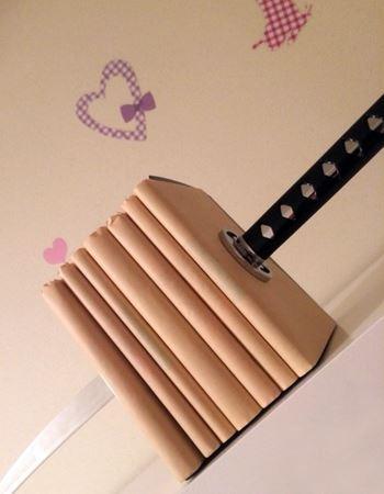 大好きな本が刀に貫かれてる…!