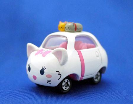 こちらが「ツムトップ」の「DMT-03 マリー」。『おしゃれキャット』の白猫マリーちゃんのツムツムミニカーです。トップルーフにかわいい猫の飾りがついていますね