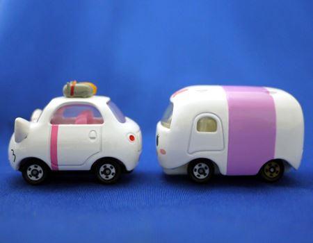 「ツム」に当たるミニカーは「ツムトップ」よりもサイズが大きくなっています。左が「マリー」、右が「デイジーダック ツム」です