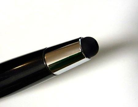 ペン先が収納されている状態ではタッチペンとして使えます