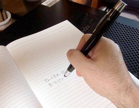 ボールペンとしてはちょっと重くて大きいですが、書き味は悪くありません