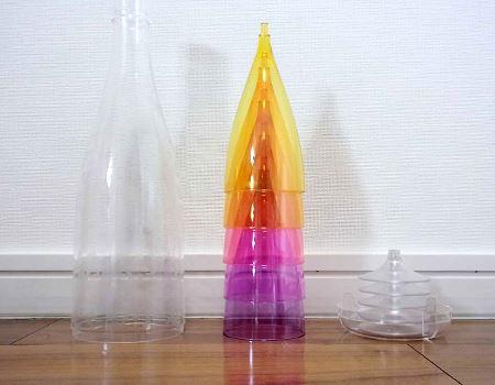 ボトルケースからグラス本体と台座を取り外します