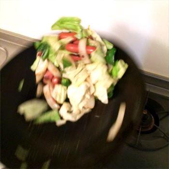 野菜を煽ってみました。軽くてホントに振りやすいから、女性でも使いやすいと思う!