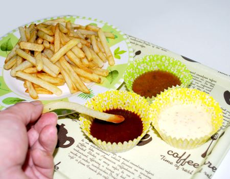 フライドポテトをいろいろな合わせダレで食べられていい感じ!