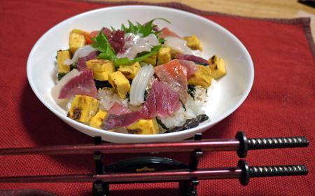やはり和食が似合います。ちらし寿司と侍箸