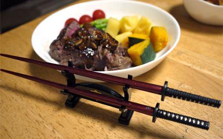 もちろんステーキにだって使えます。肉を斬るって感じで