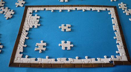 まずは108ピースのパズル作り。一面白砂の背景なので、なかなか難しい! 筆者は40分ほどかかりました