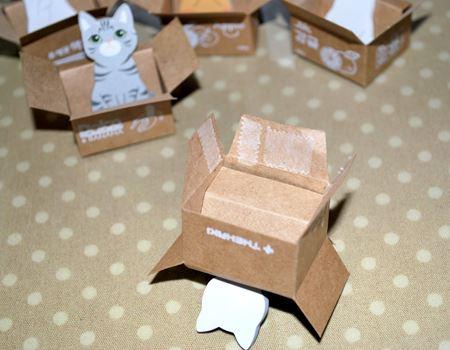 ダンボール部分を折って、両面テープで接着して箱をつくります