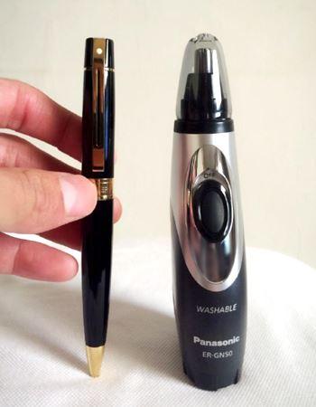 ペンと同じくらいの、手の中に収まる大きさです