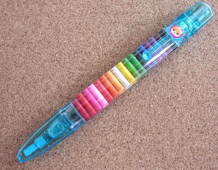 なんと全20色。使いたい色の芯を選んでペン先にセットするだけです