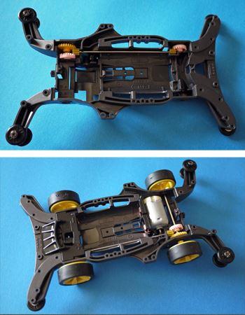 シャーシにギアとシャフトなどを取り付けます。付属のモーターを組み込み準備完了。単3電池2本で可動します
