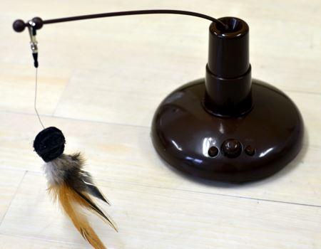 仕組みは単純。この羽根のついた棒が自動でぶんぶんまわるというわけです