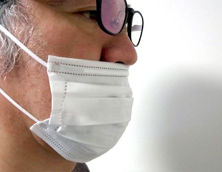 「マスクにはるこちゃん」を使わずに口を動かすと、マスクが動いて鼻からずれることも…
