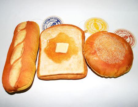 「まるでパンみたいなポーチ」。試しに3種類買ってみました