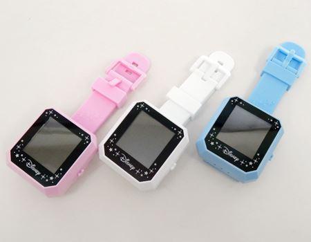 見た目は時計ですね。ピンク・ホワイト・ブルーの3色のラインアップ