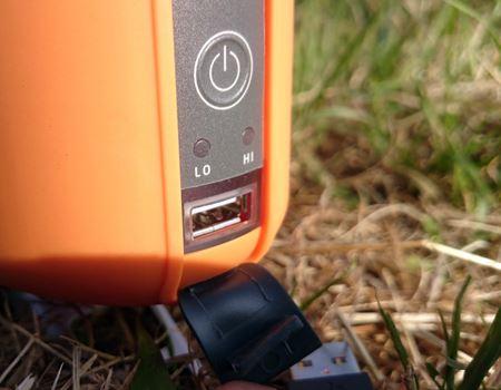 ここがキャンプストーブのスイッチとUSBポートです