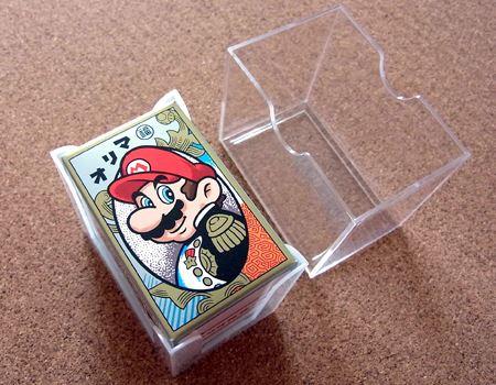 本体はプラスチックのカバーに入っております。さりげない「マリオ」の文字が渋いですね