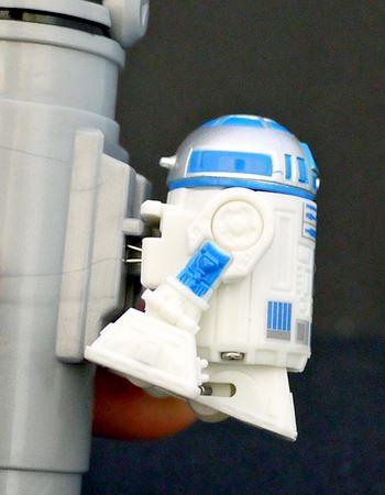 こうやって「R2-D2」を押し当てて充電します
