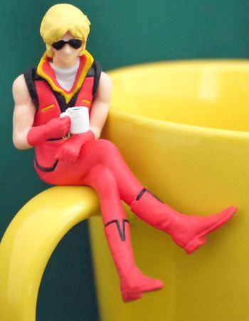 27歳。服もブーツも赤というサンタさんも真っ青の赤コーディネート