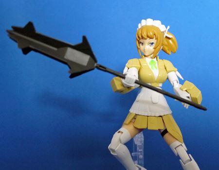 握り手を使えばほかのガンプラの武器も持てますよ。強そう…