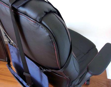 座面と背もたれが一体になっている場合は、ベルトは背もたれの横側から回します。背もたれと座面が別々の場合は、すきまにベルトをとおします