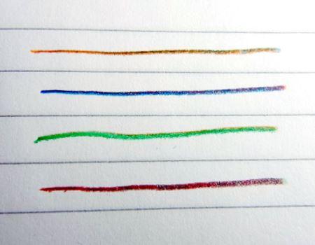 しかし、狙った色を出すのはなかなか難しいもの。すぐに色が混じりますが、これはこれで楽しいですね