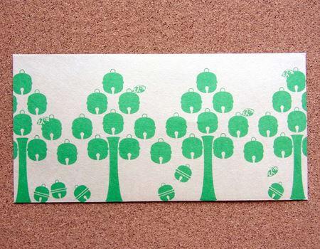 """""""スズキさん""""は、木にりんごのようなデザインの鈴が鈴なりに育っています。とにかくカワイイ!"""