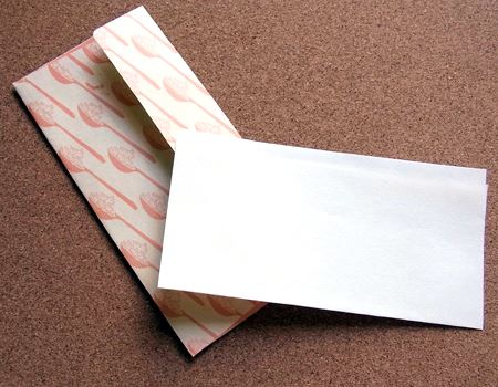 中に入れたものが透けないように内紙がついています