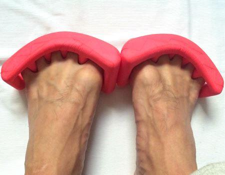足の指を丸めてます