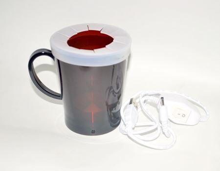 持ち手付きのカップとUSBケーブルのセットです。ケーブルにはスイッチもありますね
