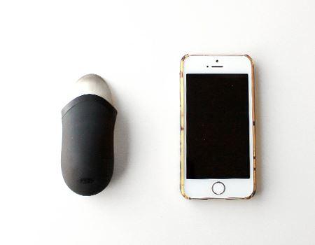 意外と小さいボディ。iPhone 5sと比較してもこの大きさです