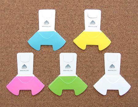 本体はこんな感じです。書類をとじる仕組みがわかりましたか? なお、カラーリングは全部で5種類です。書類の分類にも使えそうですね