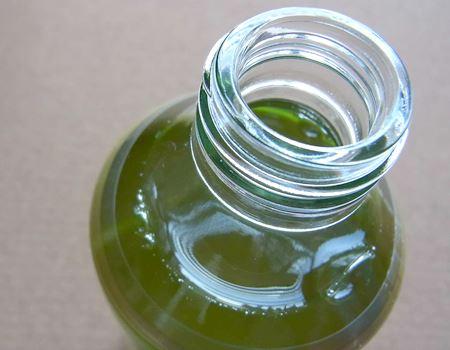 キャップを開けて鼻を近づけると香りがまったく違うことがわかります。玉露独特の風味の豊かさを感じます