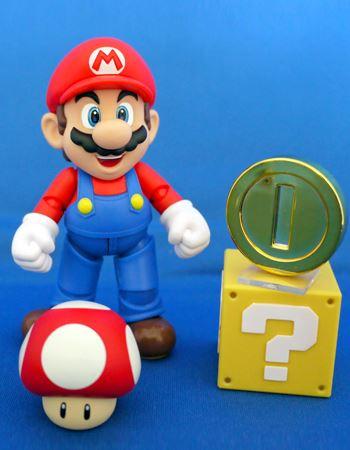主役のマリオです。コインは支柱がついていて立たせることができます