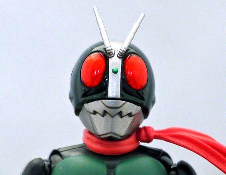これぞ仮面ライダーという特徴的なマスク