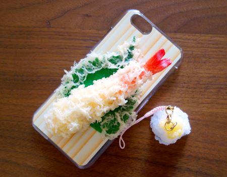 「日本職人が作る 食品サンプル スマホケース」の天ぷらえび。(写真はiPhone 6対応のものです)