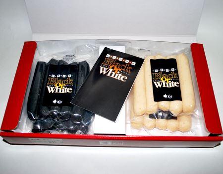 箱の中身はこんな感じ。今回購入したのは、黒2パック+白2パックです