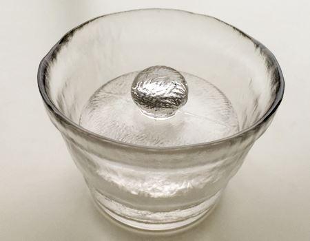 すりガラスのような風合いがすてきです