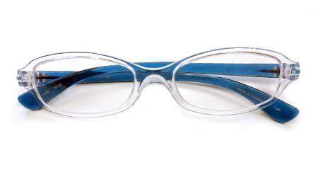 メガネの愛眼の「FORゆ」。透明なフレームでシンプルなデザインです